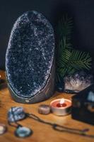 Geodenfelsen auf dem Tisch foto