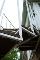 weiße geometrische Treppe