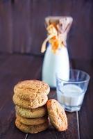 Kekse mit Milch foto