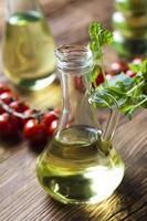 Karaffe mit Olivenöl foto
