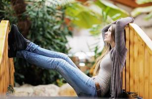 Porträt einer schönen jungen Frau foto