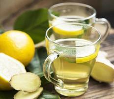 grüner Tee mit Zitrone foto