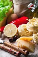 Satz Zutaten zum Kochen foto