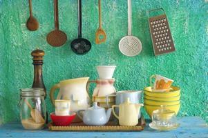 verschiedene Vintage Küchenutensilien foto