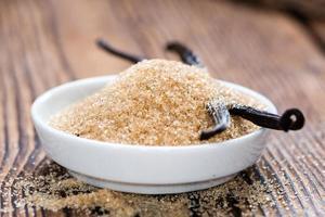 Haufen brauner Vanillezucker foto