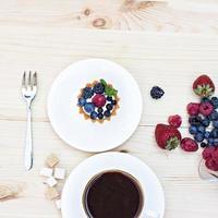 weiße Baiser mit braunen Schokoladenstreifen foto