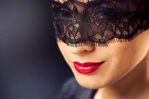 Frau in Maske foto