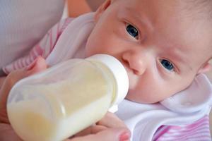 Baby und Flasche 2 foto