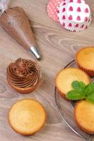 Schokoladen Cupcakes dekorieren foto
