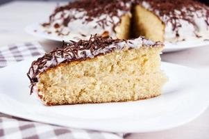 Kuchen mit schwarz-weißer Schokolade foto