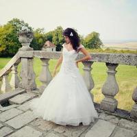 wunderschöne Braut posiert foto