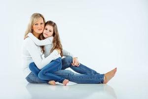 Mutter mit ihrem kleinen Mädchen foto