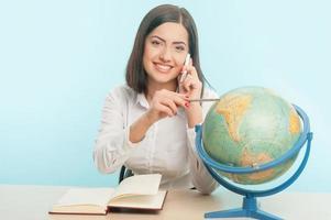 Geschäftsfrau mit dem Globus foto