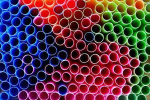 Einweg-Trinkhalme aus Kunststoff