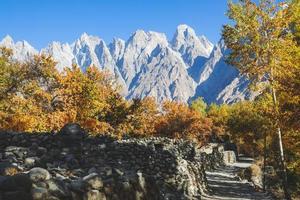 Passu Dorf im Herbst foto