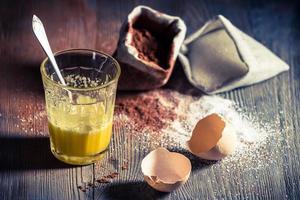 schnelles Dessert aus Ei und Zucker foto