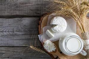 frische Milchprodukte (Milch, Hüttenkäse), Weizen foto