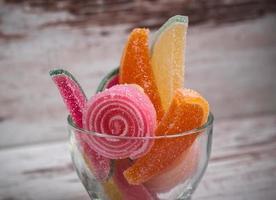 Gummibärchen in einer Glasschale foto