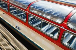 rotes Passagier-Vergnügungsbootfragment. Amsterdam, Königreich der foto