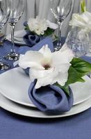 Serviette mit Blume verziert foto