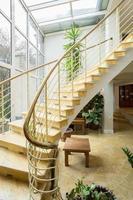 gestaltete Treppe in Luxusvilla foto