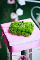 Hochzeitsdekoration und Eheringe foto