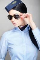 Stewardess mit Pilotenbrille foto