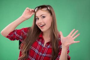 Studentin auf grünem Hintergrund foto