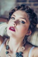 Modeporträt der jungen Frau foto