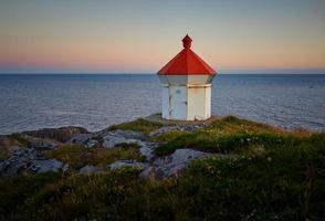 Leuchtturm mit roter Kappe foto