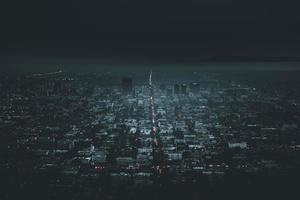 Blick auf die Stadt bei Nacht foto