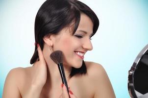 Frau mit Make-up Pinsel foto