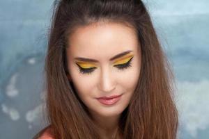 Modeporträt der schönen jungen Frau foto