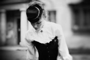 Kunst-Schwarzweiss-Porträt der Weinlesefrau foto
