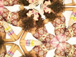helle Brünette im Kaleidoskop foto