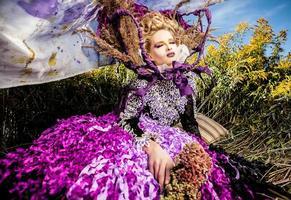 dramatisiertes Bild des sinnlichen Modemädchens.
