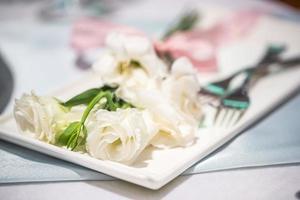 Tischdekoration für einen Hochzeitsempfang oder eine Veranstaltung