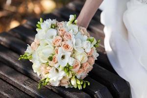 schöner Hochzeitsstrauß foto