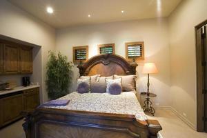 Blick auf ordentliches Schlafzimmer foto