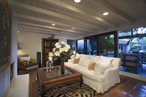altmodisches Wohnzimmer im Haus foto