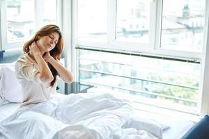 Nackenschmerzen im Bett foto