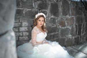 schöne Braut im Freien foto