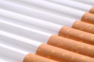 Detail von Zigaretten mit Filter foto