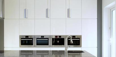 weiße moderne Küche foto