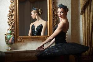 Ballerina in schwarzem Tutu