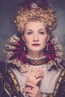 Porträt der hochmütigen Königin posiert foto