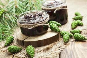 Marmelade von Tannenzapfen foto