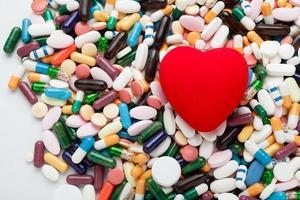 rotes Herz auf Pillen foto