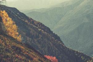 Blick auf einen Bergrücken foto