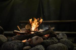 Flammen von einem Lagerfeuer